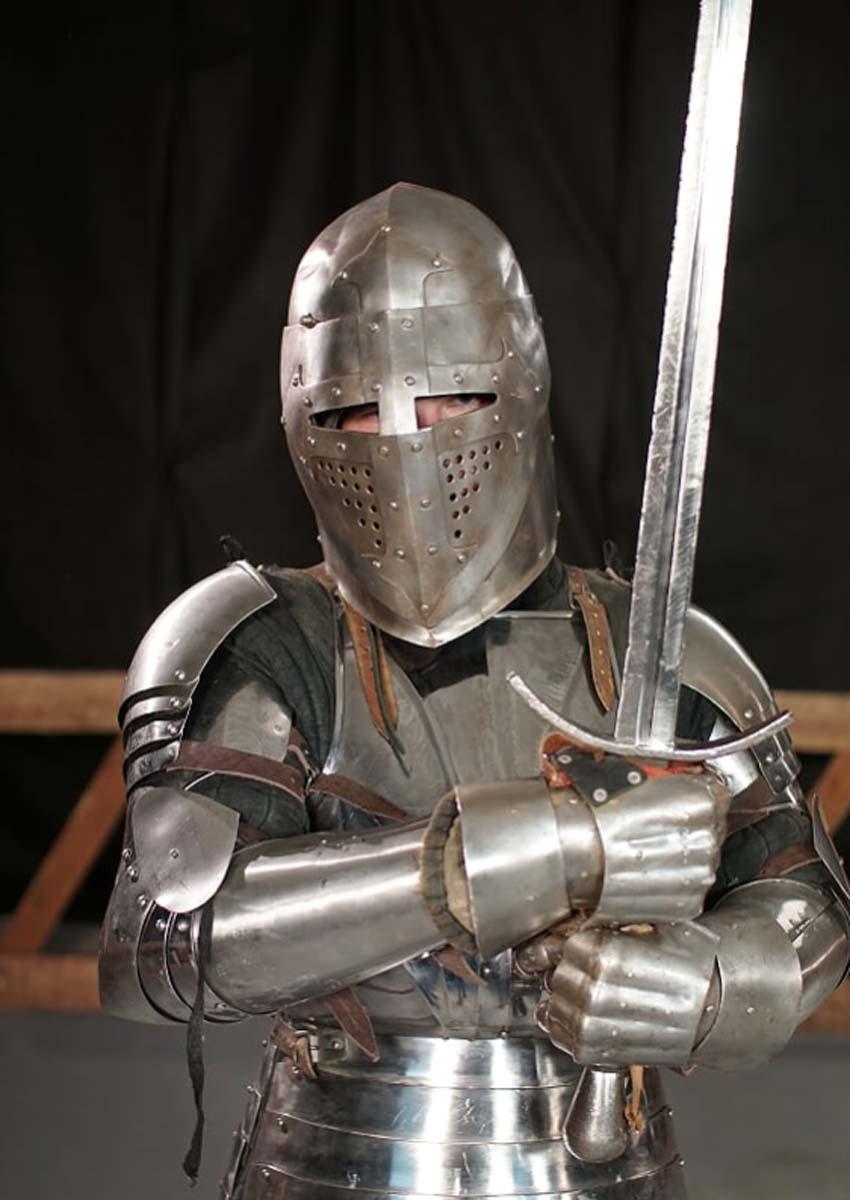 как правильно одевать рыцарские доспехи фото данный